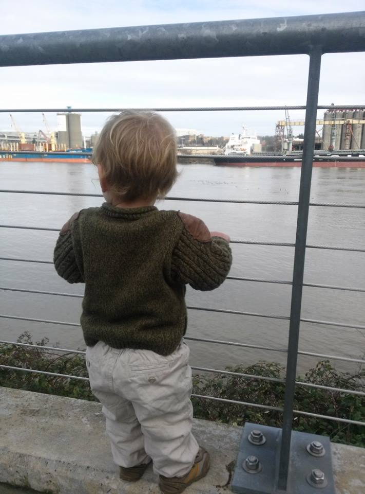 O looking at the boats and ducks on the Willamette