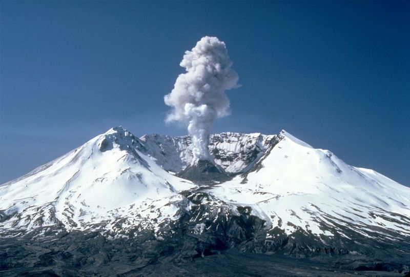 Mount St. Helens is bubbling again