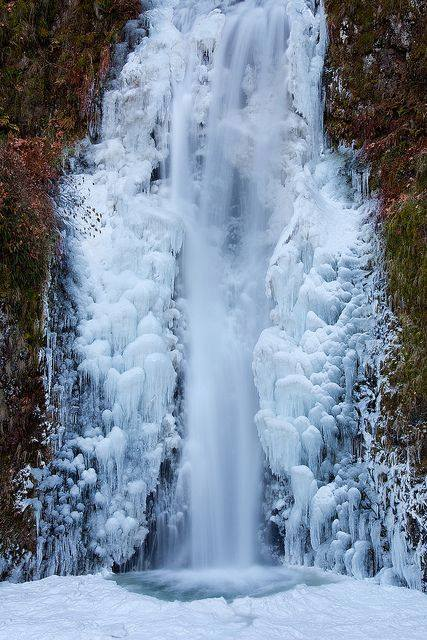 Multnomah Falls is frozen