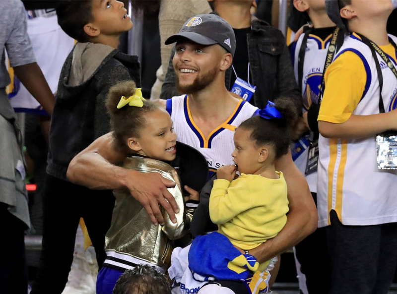 Steph Curry and his two daughters