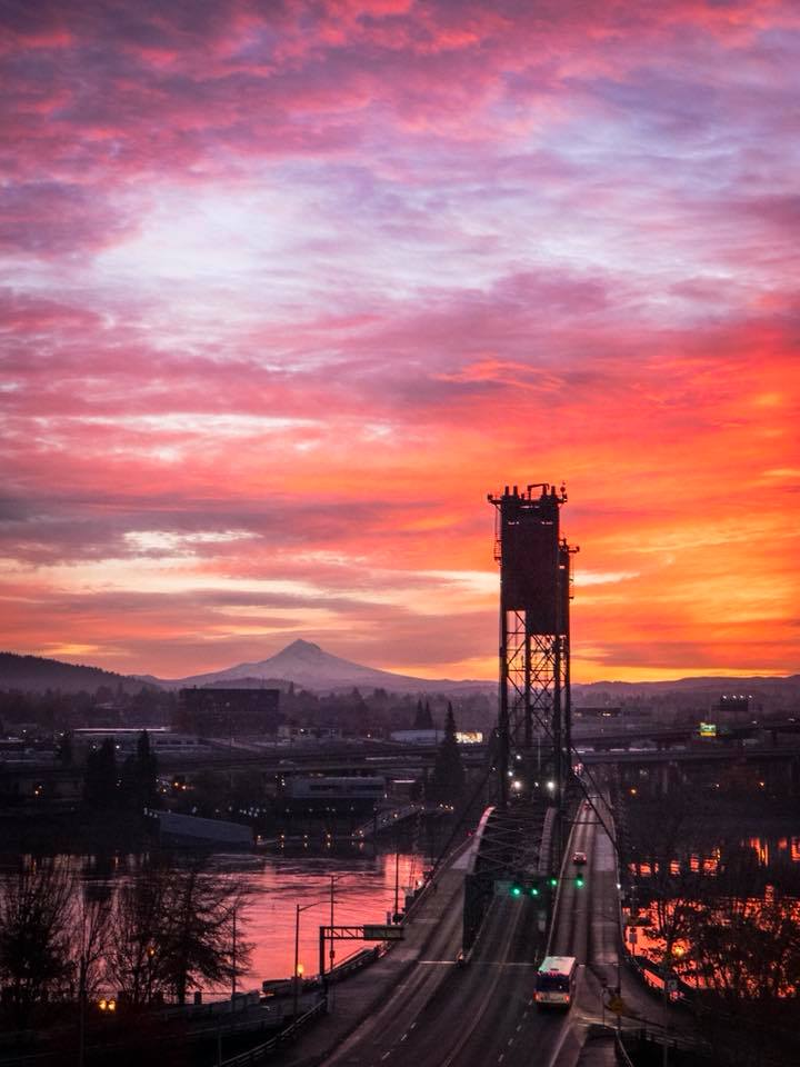 Hawthorne Bridge at sunrise