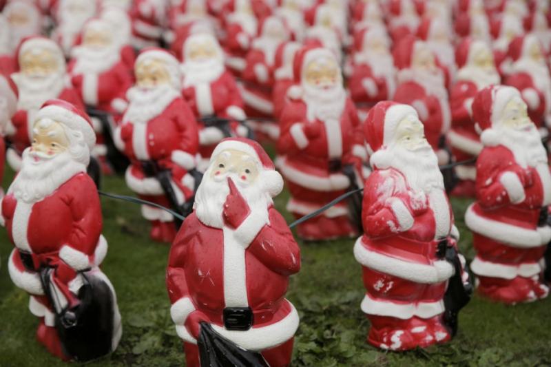 300 Santas