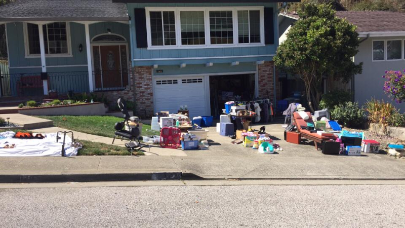 Garage sale in Pacifica