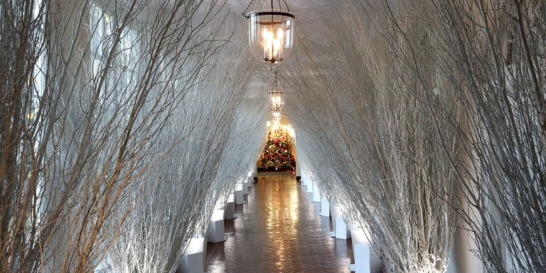 White-house-christmas-decorations-east-wing-hallway