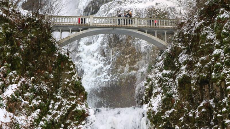 Icy_Multnomah_Falls