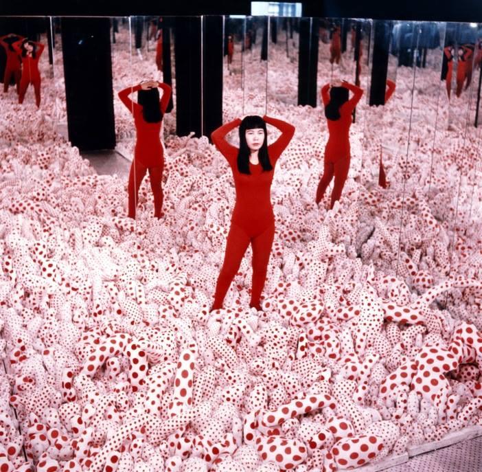 Yayoi Kusama  Infinity Mirror Room-Phalli's Field 1965