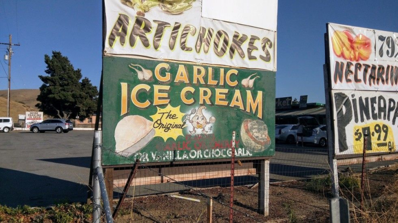 RoadsideGarlicIceCreamSign
